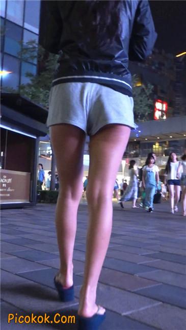 雨后郁郁寡欢的美腿美女2