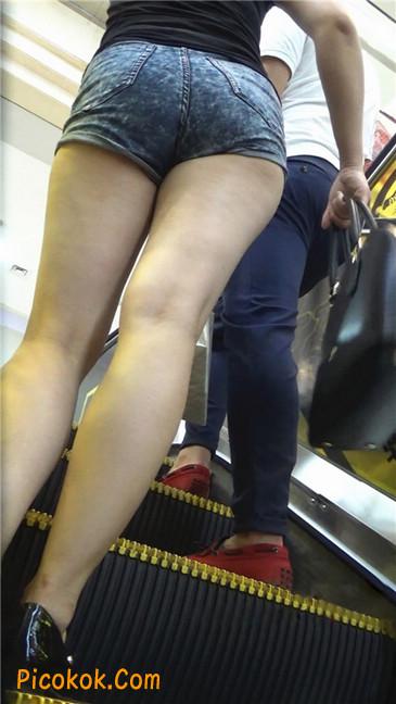 性感的丰臀热裤女教师10