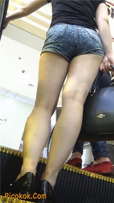 性感的丰臀热裤女教师11