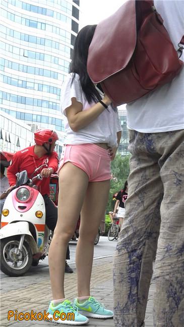 等公交的性感粉红热裤紧三角美女6