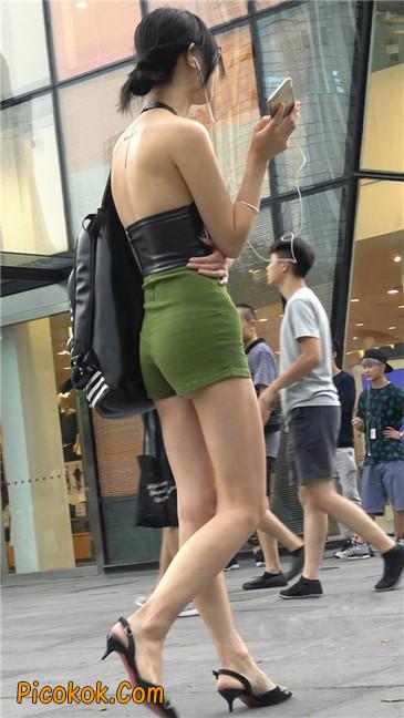 阴雨蒙蒙中两个极品美腿美女3