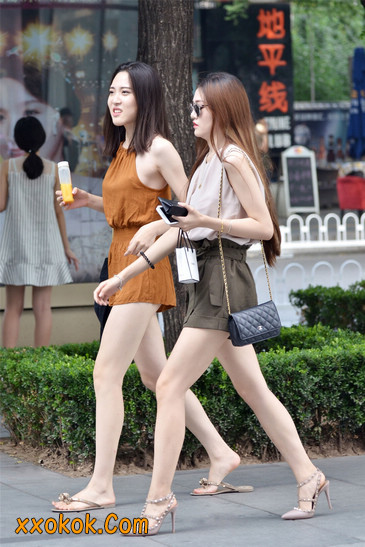 两个极品高跟美腿美女2