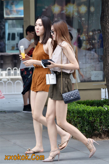 两个极品高跟美腿美女4