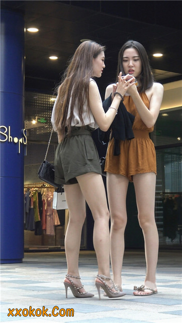 两个极品高跟美腿美女26