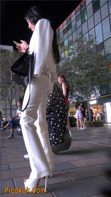黑夜里的白高跟白裤白衣美女OL8
