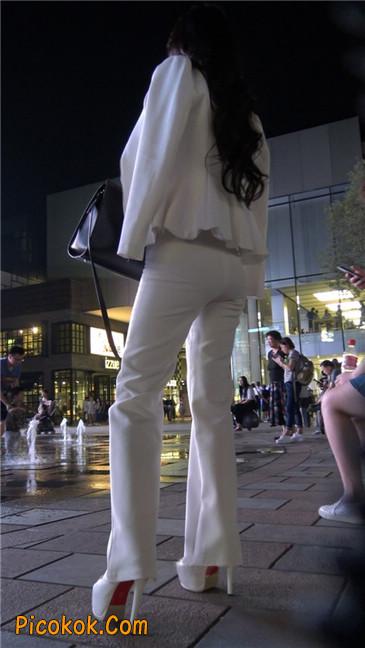 黑夜里的白高跟白裤白衣美女OL13