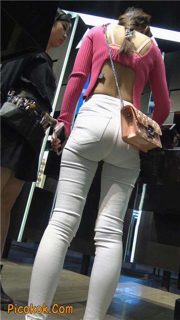 性感开背紧身白裤翘臀美女9