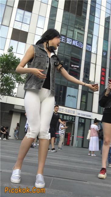 极品俏皮白色打底裤翘臀美眉2