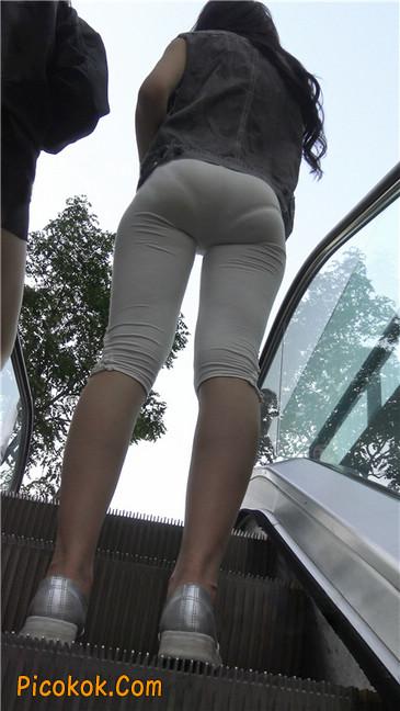 极品俏皮白色打底裤翘臀美眉14