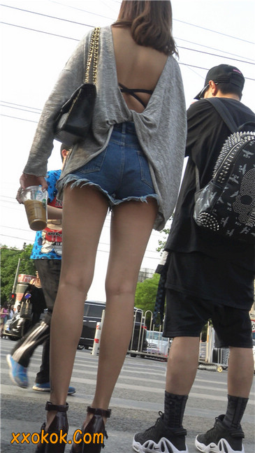 极品大长腿高跟墨镜美少妇