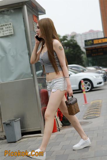国产雪白肌肤超短热裤露脐蛮腰美女2