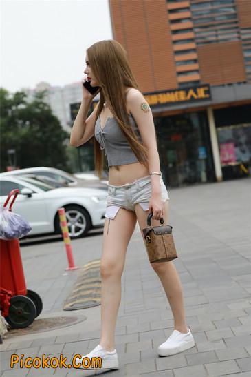 国产雪白肌肤超短热裤露脐蛮腰美女3