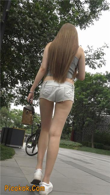 国产雪白肌肤超短热裤露脐蛮腰美女5