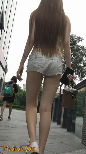 国产雪白肌肤超短热裤露脐蛮腰美女9