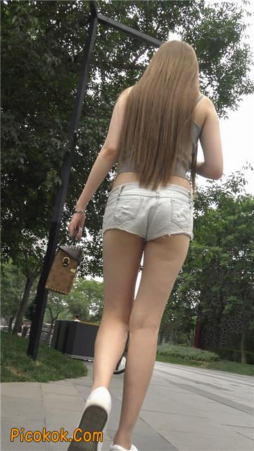 国产雪白肌肤超短热裤露脐蛮腰美女10