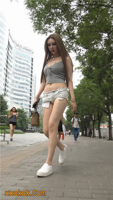国产雪白肌肤超短热裤露脐蛮腰美女12