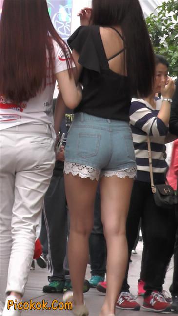 街拍极品蕾丝边小热裤裹胸美女1