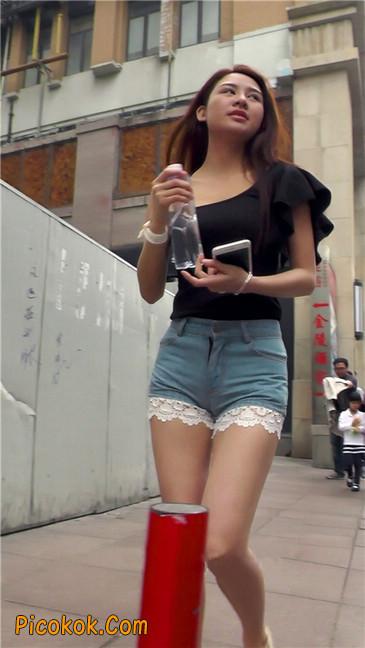街拍极品蕾丝边小热裤裹胸美女6