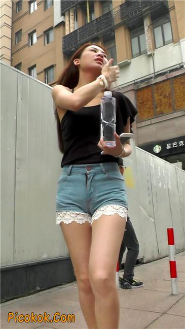 街拍极品蕾丝边小热裤裹胸美女7