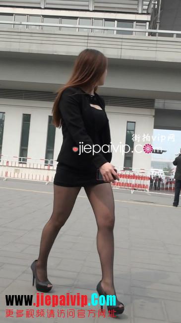 黑丝短裙美眉性感身材尤为诱人15