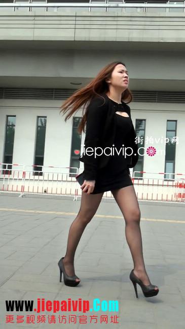 黑丝短裙美眉性感身材尤为诱人14