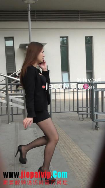 黑丝短裙美眉性感身材尤为诱人13