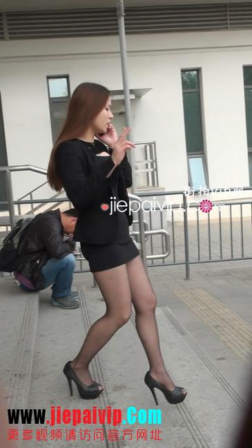 黑丝短裙美眉性感身材尤为诱人12
