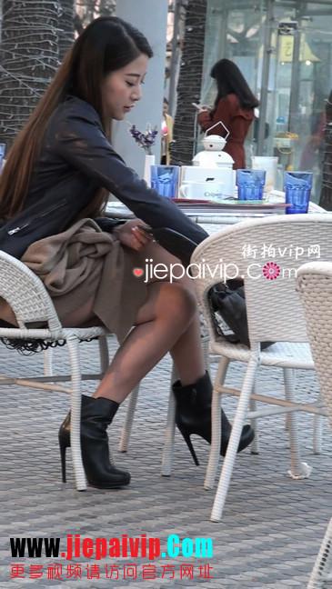 街拍身材好到爆的高挑短裙性感美女64