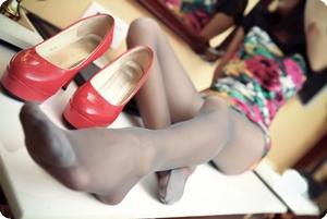丝袜高跟鞋,今夜陪你醉