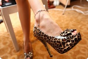 豹纹高跟鞋,承载着你我之间的故事