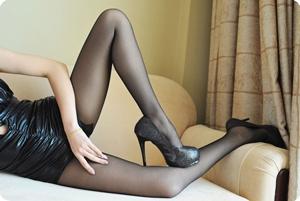 紧身衣,黑丝,黑色高跟鞋,实在诱惑