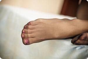 凌乱的床,黑色的丝袜,令人遐想