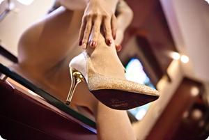寂寞女人,把玩自己的美腿