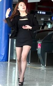 黑丝诱惑性感短裙美女上了男人的车准备去干嘛呢
