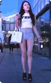 极品蜜桃臀美女小热裤拉的好高看的让人受不了