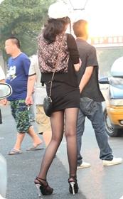 身材超赞的极品短裙黑丝袜美女少妇
