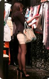 黑丝短裙紧身包臀的清纯美女,实际上并不清纯