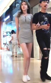 街拍极品超短裙气质网红美女