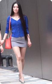 街拍长腿紧身短裙,翘臀气质少妇