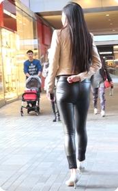性感黑色紧身皮裤美女