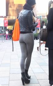 贴身形体裤紧身美女少妇