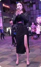 黑色侧边开叉长裙美腿少妇