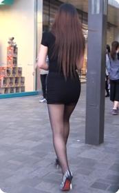 屁股很翘的短裙黑丝少妇