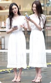 清新脱俗的白色长裙姐妹靓女