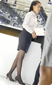 车展随拍之又是一位双腿修长的制服美女