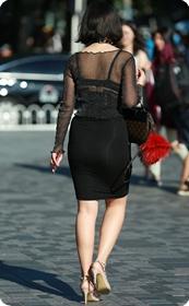 黑纱若隐若现,美腿包臀少妇