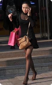 黑丝美少妇的丝袜太诱人了