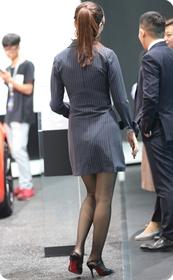 少妇的黑丝长腿