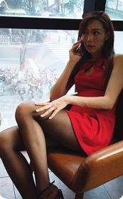 咖啡厅偶遇性感短裙黑丝美女★ fanloveally