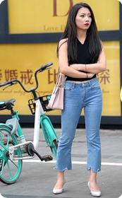 单纯的美女说我臀部翘我不骑单车